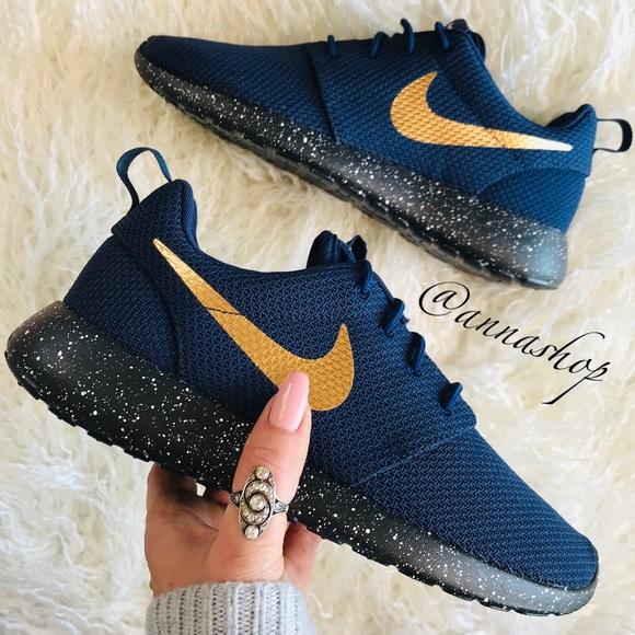 reputable site 6a99c 56c1c NWT Custom Nike ID Roshe One Oreo NWT